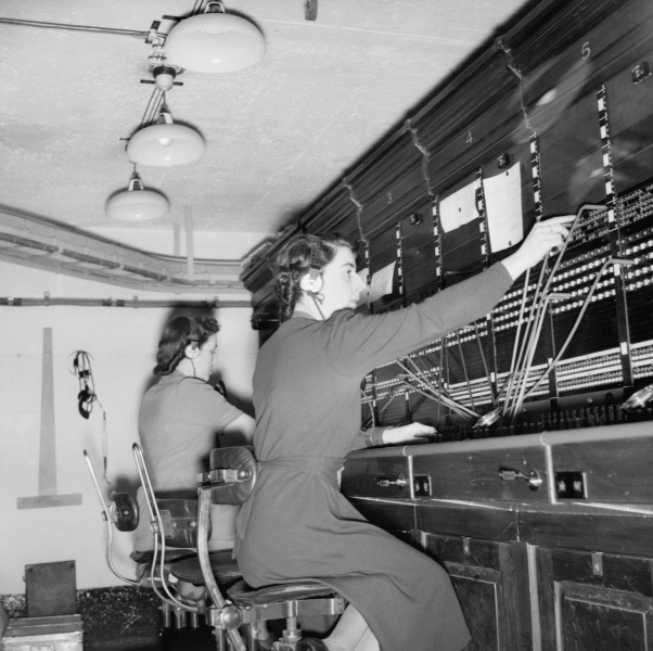 Women at the switchboard in Churchill's Bunker
