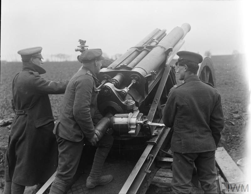 Loading a 60-pounder Mark II in action in the open at Caestre, 15 April 1918.
