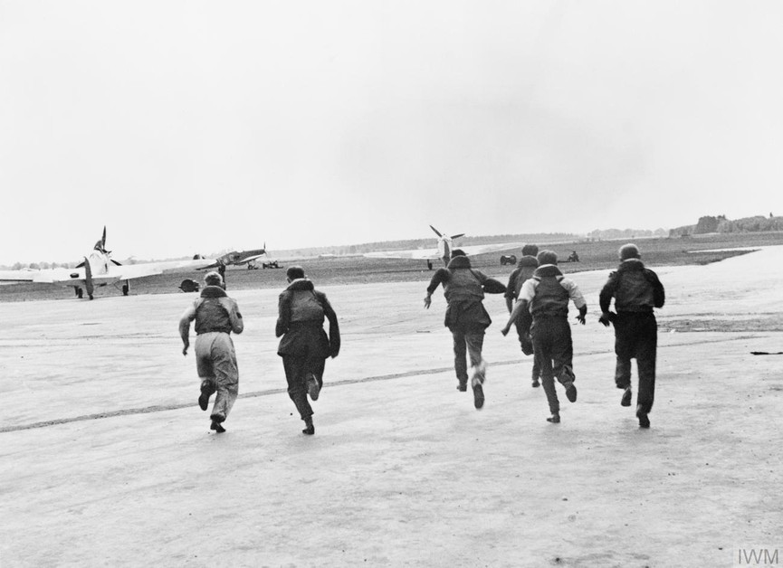 Operations: Pilots seen running to their aircraft.