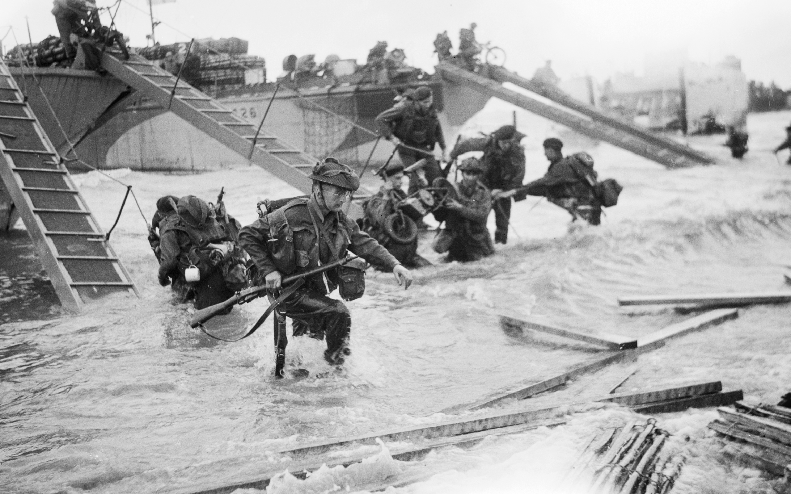Commandos of HQ 4th Special Service Brigade, coming ashore from LCI(S) landing craft on Nan Red beach, Juno area, at St Aubin-sur-Mer, 6 June 1944.