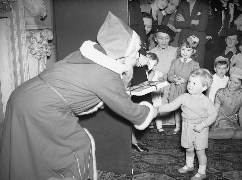 ADMIRALTY CHRISTMAS PARTY FOR ALLIED NAVAL OFFICERS' CHILDREN, ADMIRALTY HOUSE, 17 DECEMBER 1942.