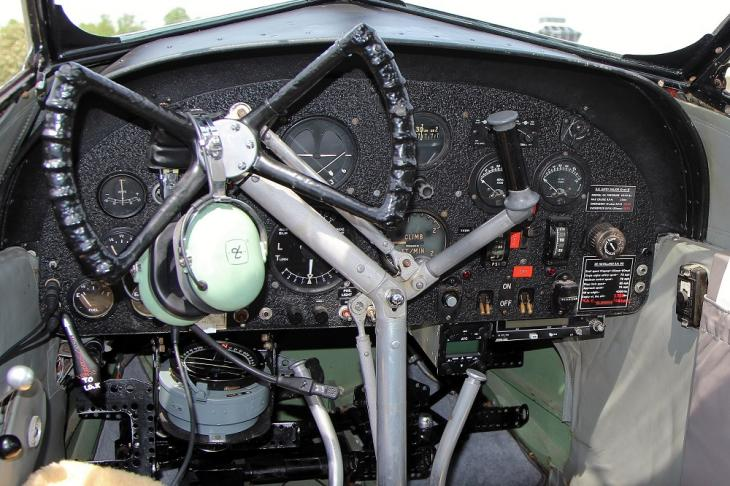 De Havilland Dragonfly cockpit