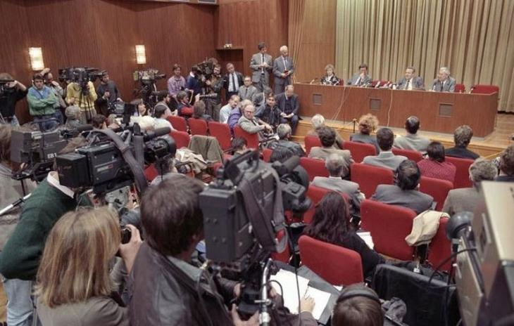 9 November 1989, an announcement is made that every citizen of German Democratic Republic can now travel to the West.
