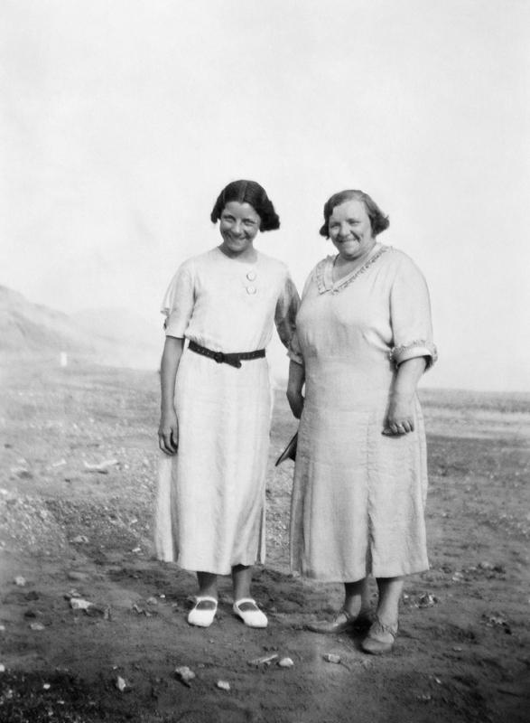 Georgina and her daughter Yvonne on holiday, 1935. Image © Georgina Landemare's family.