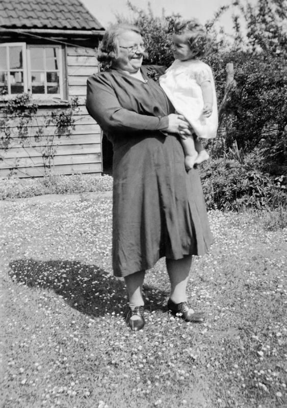 Georgina holding granddaughter Edwina, aged 15 months, in her family home in Westbury, Bristol, 1944. Image © Georgina Landemare's family.