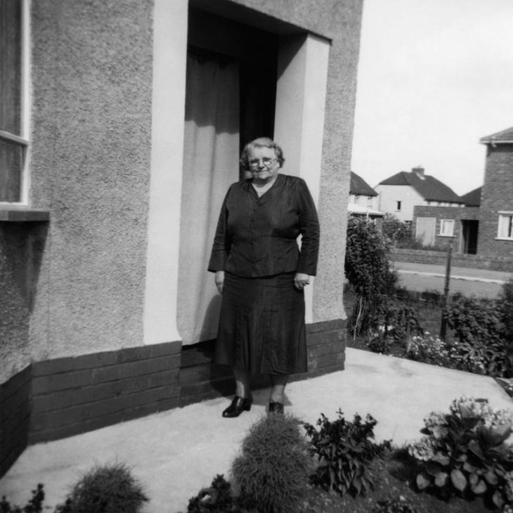 Georgina at her daughter's family home in Bristol, 1950. Image © Georgina Landemare's family.