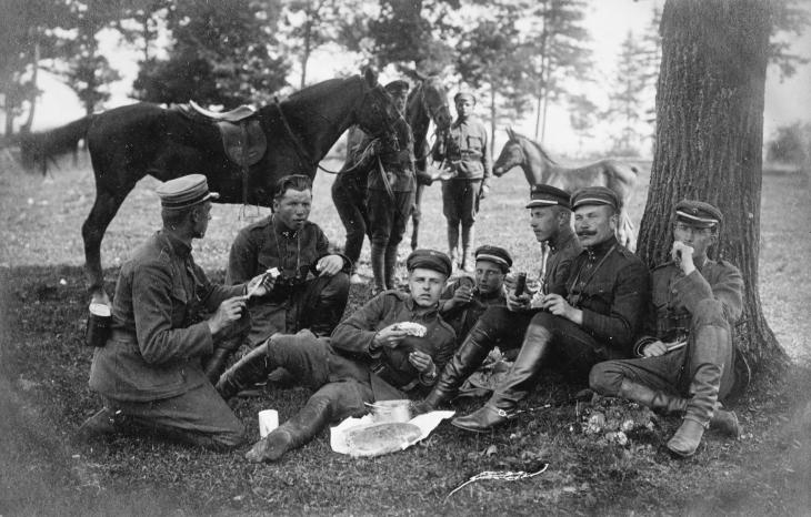 Men of the 1st Howitzer Battery, Lithuanian Army, resting at Raudonvaris, 21 July 1920.